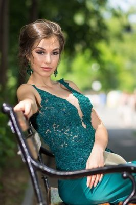ロマンスタイプの服、緑