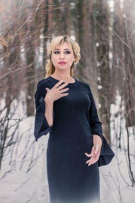 ロマンスタイプの服、紺