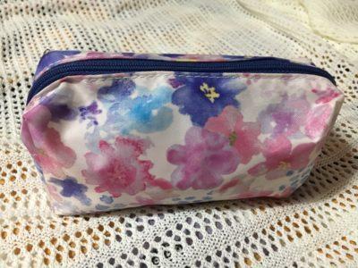 水彩柄で紫陽花色の化粧ポーチ
