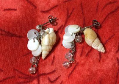 ロマンスタイプの貝殻のイヤリング