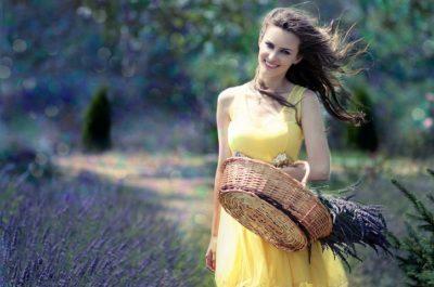着やすい黄色いドレス