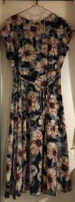 ロマンスタイプのドレス、全体