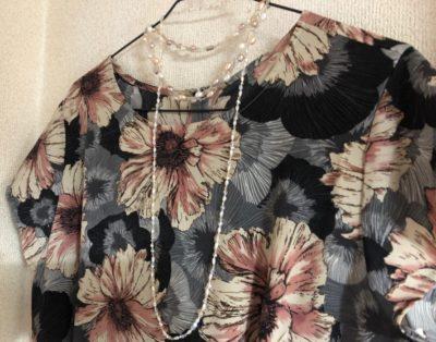 ロマンスタイプのドレス、胸元