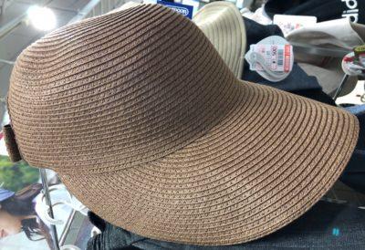 野球帽のような麦わら帽子