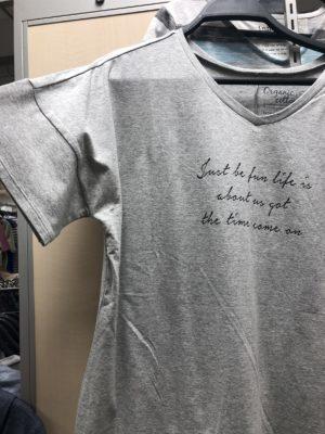 五分袖がロマンティックなロゴTシャツ