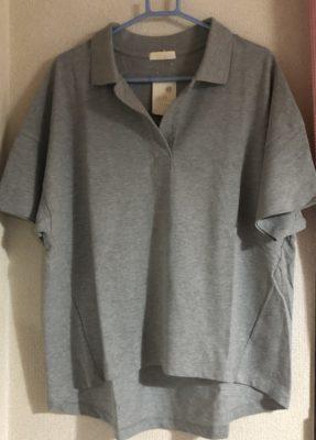 ドロップショルダーのポロシャツ