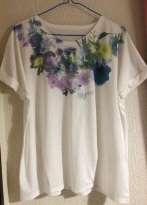 水彩花柄Tシャツ
