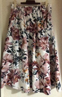 ロマンスタイプの花柄コットンスカート