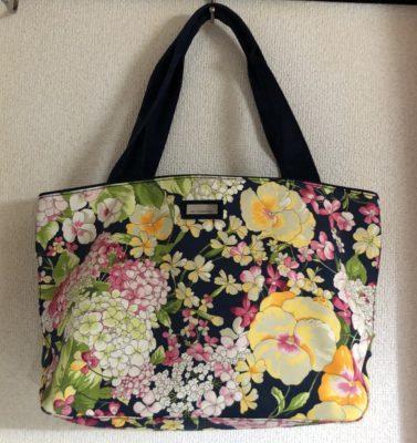 ロマンスタイプの花柄バッグ