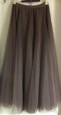 ココア色のチュールのスカート、ロマンスタイプ