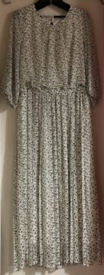 白のドレス、ロマンスフェミニン
