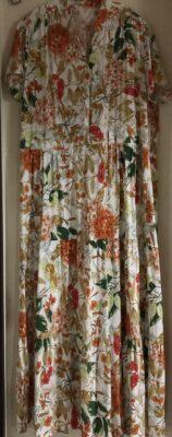 大き目花柄のロマンスタイプのドレス