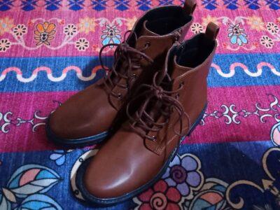 ロマンスタイプのブーツ